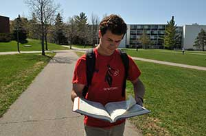 Photo of Johnnie student reading on campus